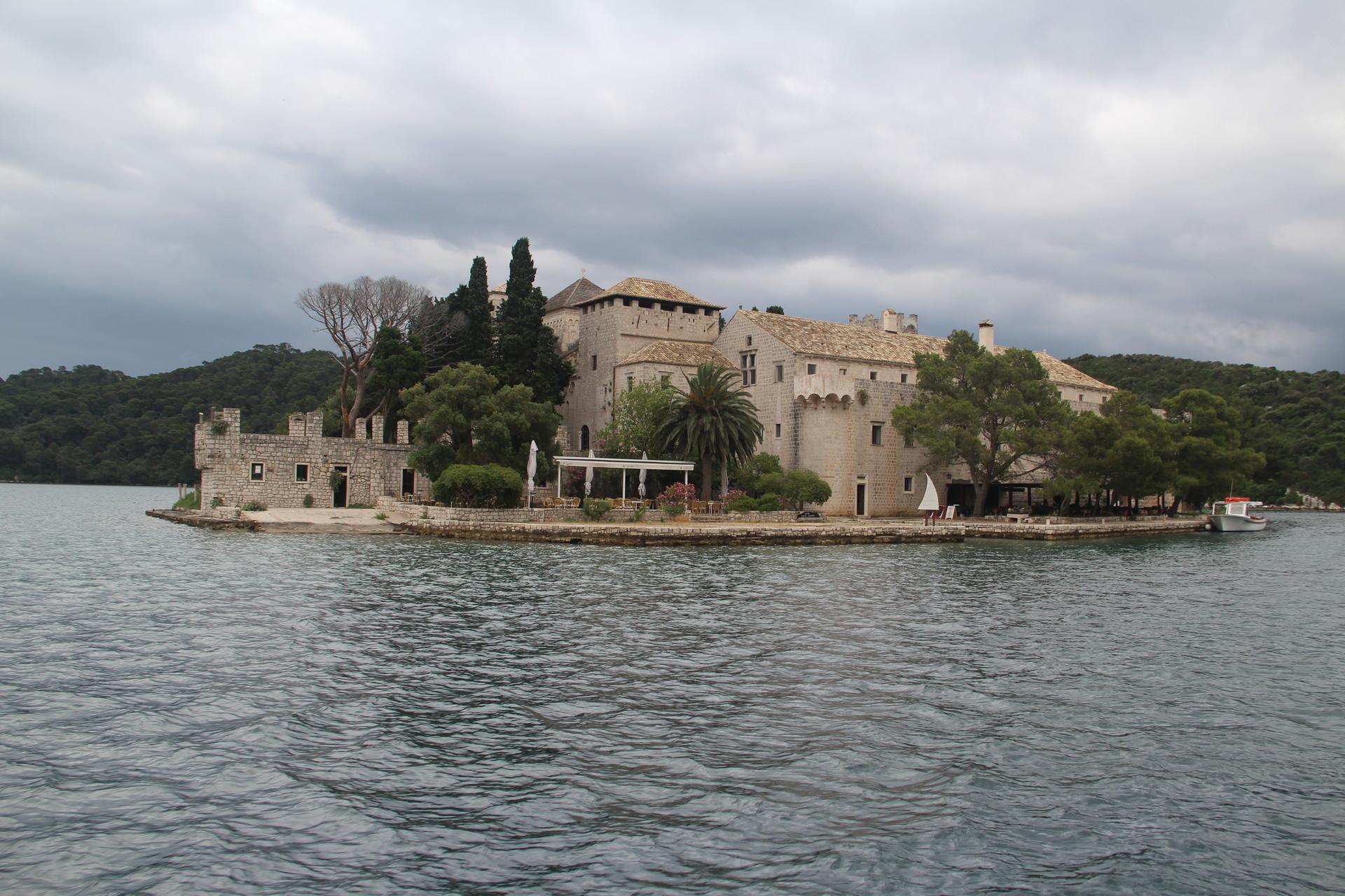 En bateau pour le monastère de Mljet