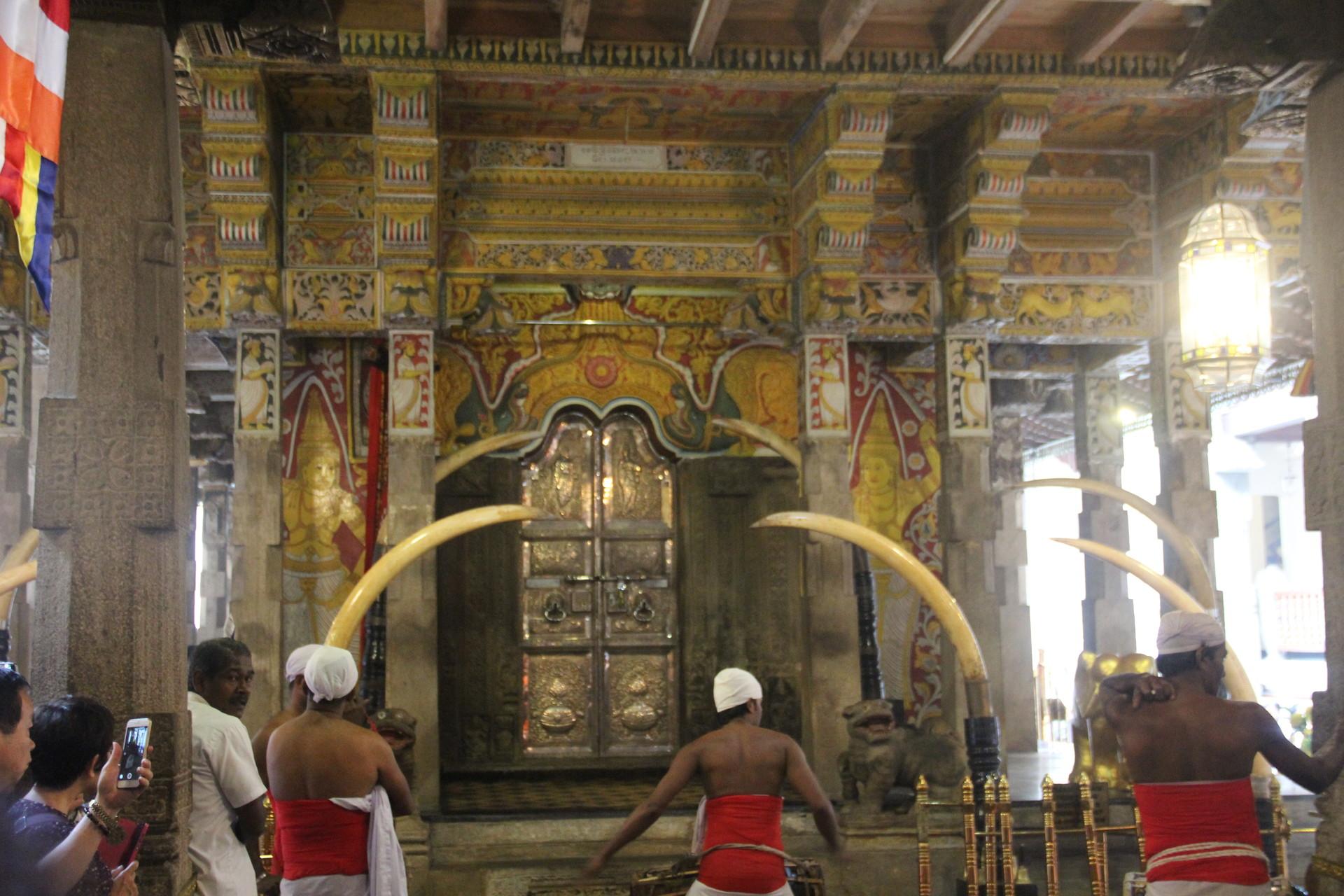 Visite du temple de la dent