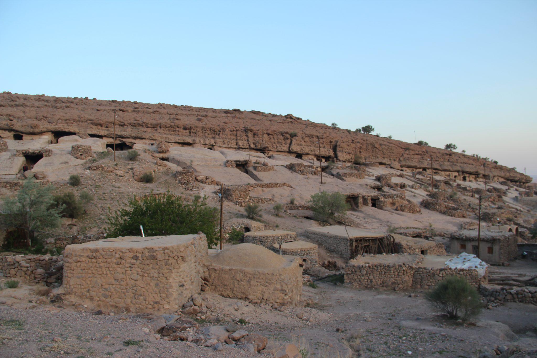 Visiter l'ancienne ville troglodyte de Meymand